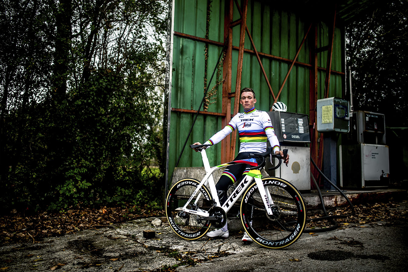 Mads Pedersen posing with World Champion bike and apparel