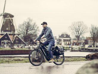 Foto van Theo Kamphorst die op een Trek Allant+ 7 rijdt