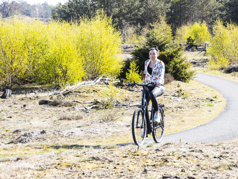 Foto van Marijn de Vries op een Trek Verve+3 ebike op het Beekhuizerzand