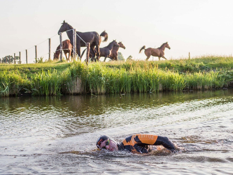 Maarten tijdens de Elfstedenzwemtocht