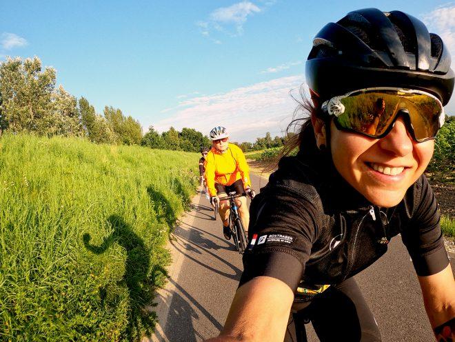 Ministra Kolarstwa - Jak nosić kask rowerowy
