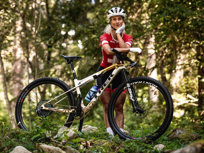 Jolanda Neff poses with her championship Trek Supercaliber